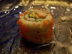 250px-California_roll_with_tobiko