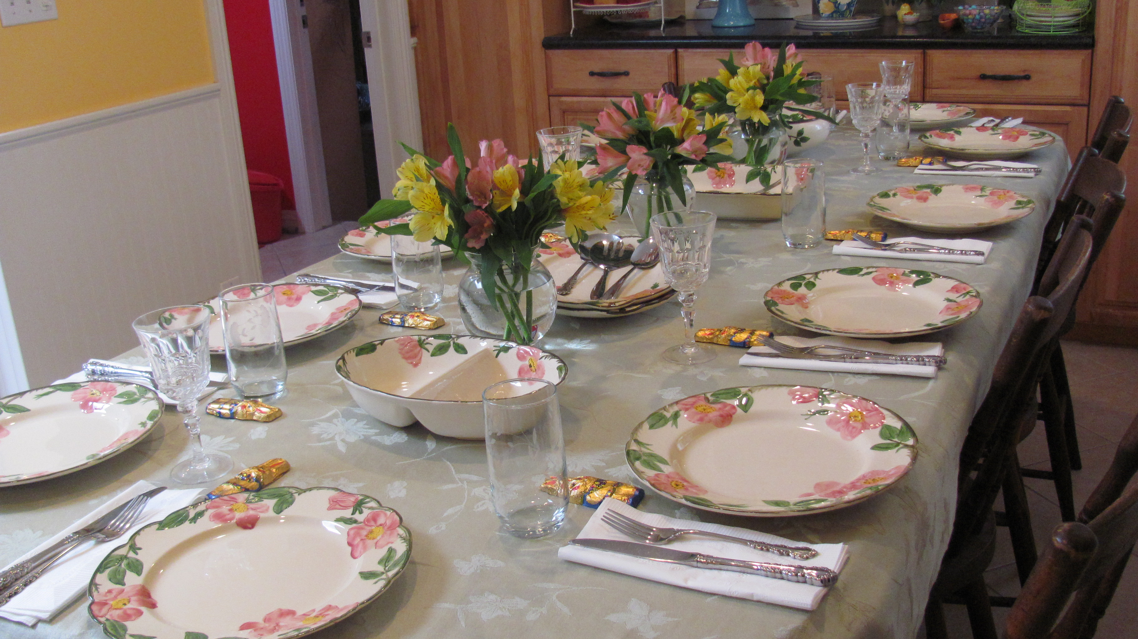 This Easter I Had The Opportunity To Dine At A Home Where There Was A  Beatiful Festival Table Setting Of Pink And Green. Fresh Flowers Lined The  Table.